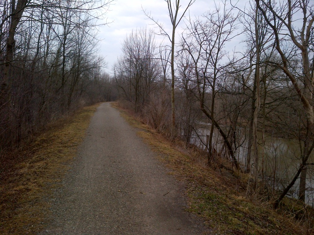 The trail is flat and well-maintained.